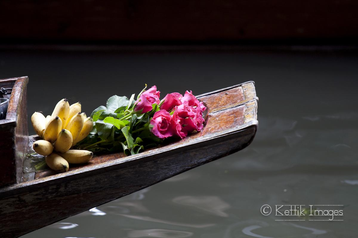 Photo Essay : Memorable pictures from the delightful Damnoen Saduak floating market near Bangkok